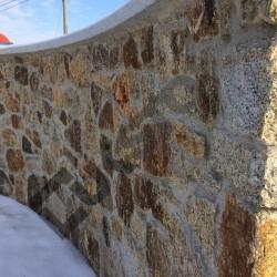 mur granitowy