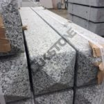 Słupki, palisada granitowa - elementy budowlane