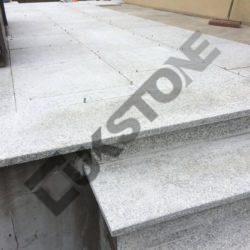 Schody granitowe, posadzka granitowa – realizacja w Poznaniu